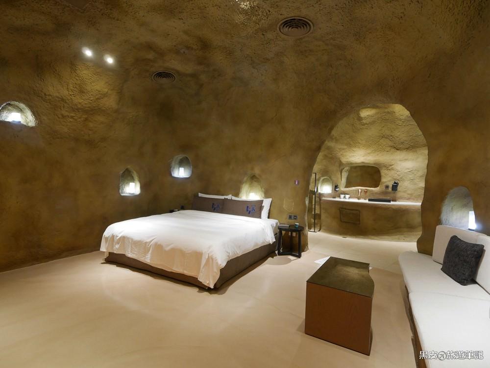 鳥人創意旅店。台中汽車旅館│全台獨家山洞房型,走進海底洞穴、沙漠、地窖、復古,每一間都是情境與驚喜