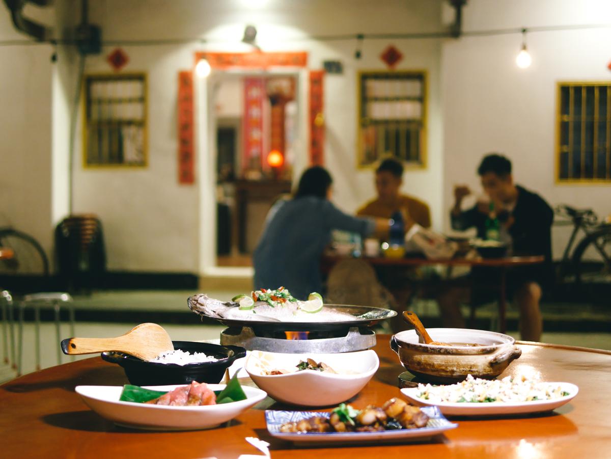 南投美食。阿爸食堂|日月潭美食。被森林圍繞的百年三合院,享受懷舊無菜單美食