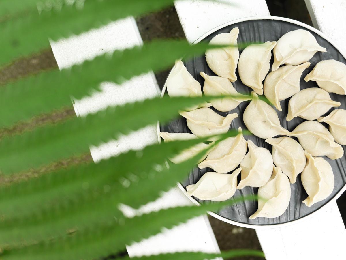 團圓手工生水餃。團購人氣商品|剝皮辣椒、麻辣酸豆創新口味|『宅配』美食推薦