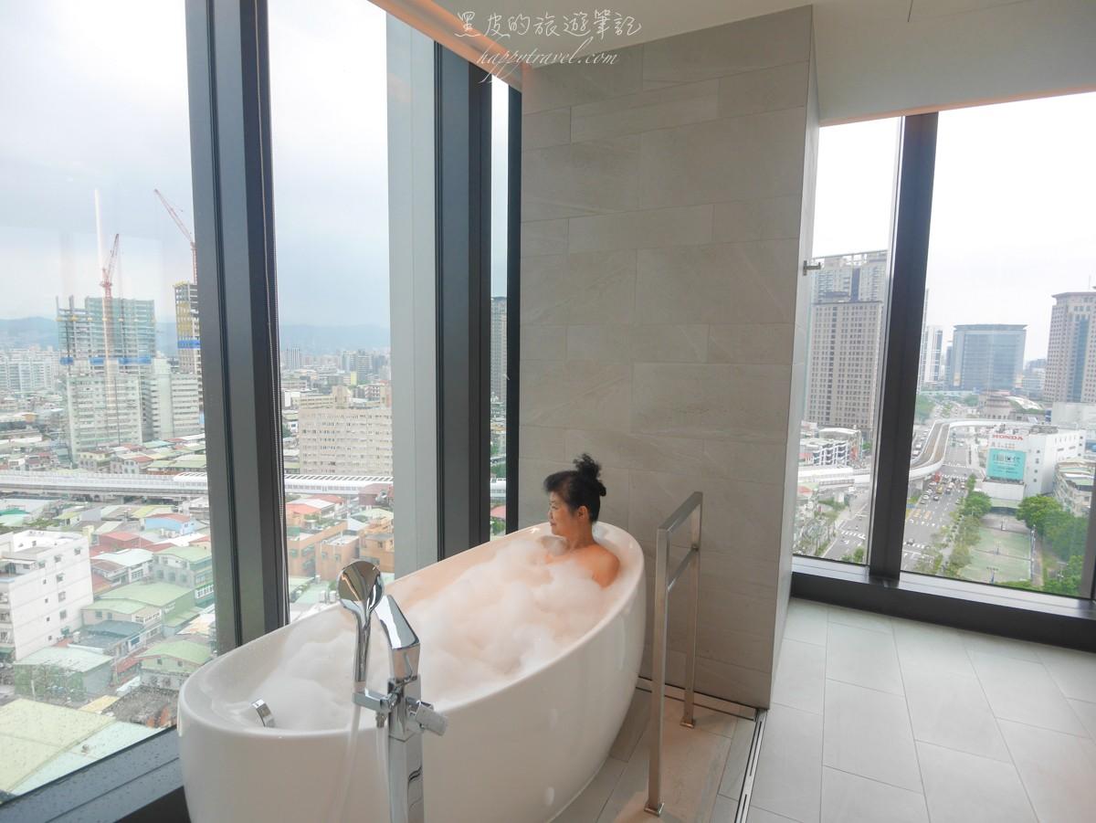 新光傑仕堡有氧酒店。新北飯店 在房內就可以享受居高臨下的視覺感受,絕美的新北夜景住宿
