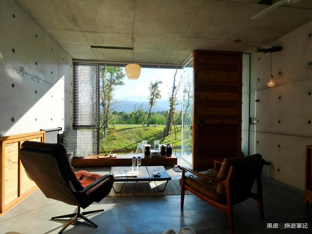 宜蘭。冬山住宿│呆宅-住所 . 清水模典雅靜謐空間 . 景觀浪漫房型 . 我們一起來發呆吧