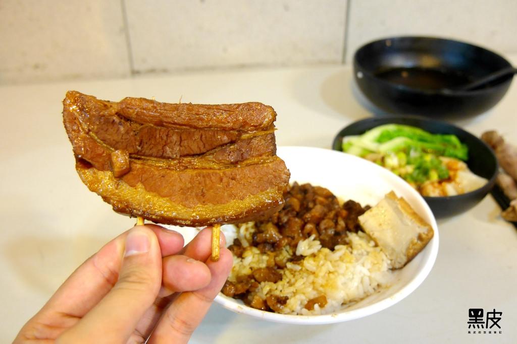 【新北美食】初吃見麵。巷弄美食。夏日涼補藥燉排骨。古早味Q彈焢肉飯。全手工創新紅油炒手